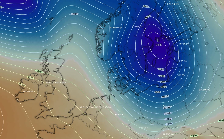 Pogoda.Prognoza ułożenia niżu w dojrzałej fazie rozwoju - czwartkowy wieczór. Charakterystyczne zejście zatoki niżowej nad obszar Polski wraz z dużym zróżnicowaniem ciśnienia (zagęszczenie izobar ciśnienia)