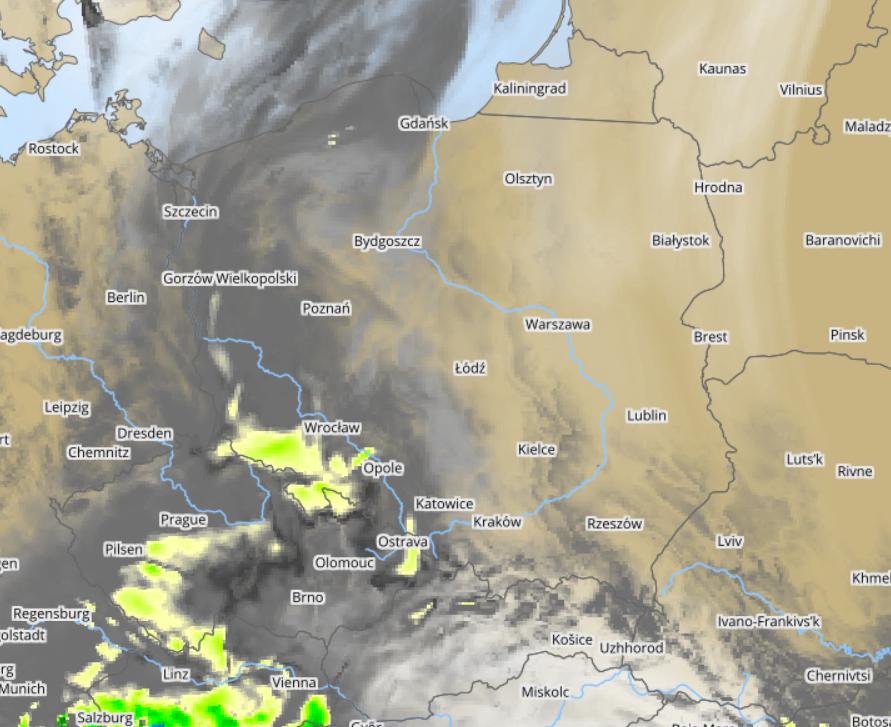 Pogoda. Prognoza zachmurzenia i opadów wg modelu UMPL w czwartek na godzinę 16:00
